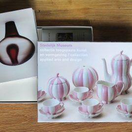 <em>Stedelijk Museum</em> (Cardbox)