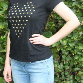 <em>T-shirt met gouden hartjes</em>
